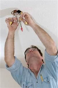 Comment Installer Un Lustre : installer un plafonnier nos conseils pour l 39 installation ~ Dailycaller-alerts.com Idées de Décoration