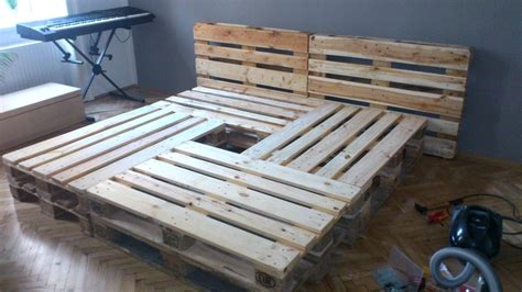 möbel aus obstkisten palettenbett selber bauen europaletten bett diy anleitung shop and das beste betty