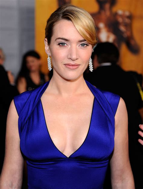 Kate Winslet Slips Into Beautiful Blue For SAGs | POPSUGAR ...