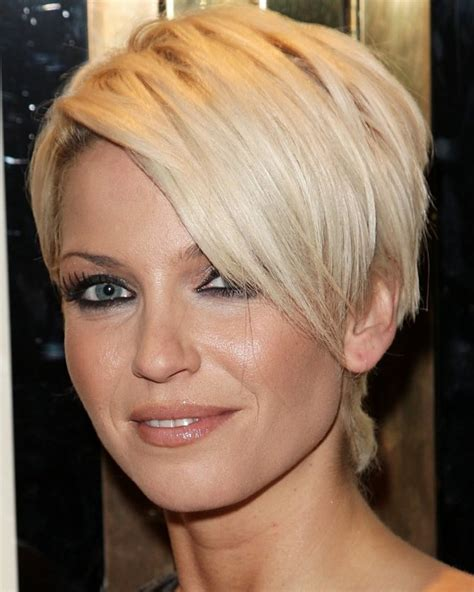 Beautiful Short Hairstyles for Women over 40 Easy Women