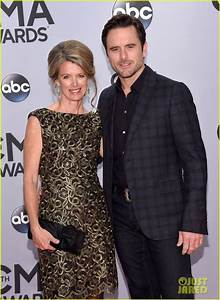country routes news: CMA Awards 2014: Red Carpet Fashion