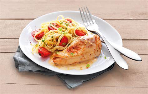 cuisine filet de poulet le gaulois filets de poulet roti à la moutarde et linguines aux herbes