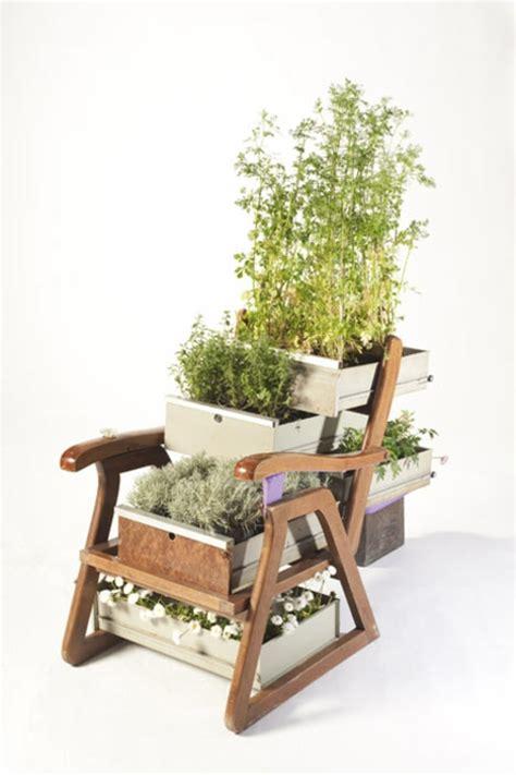 recycelte moebel als pflanzen behaelter verwendet von