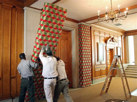 how to decorate a column white house christmas 2012 decorating america s first home for the holidays white house
