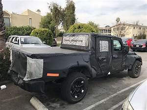 Jeep Wrangler Pick Up : exclusive shots suggest the 2019 jeep wrangler pickup truck will have fold down windshield the ~ Medecine-chirurgie-esthetiques.com Avis de Voitures