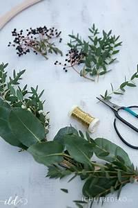 Adventskranz Selbst Binden : diy adventskranz aus eukalyptus und baumkerzen ich liebe deko ~ Markanthonyermac.com Haus und Dekorationen