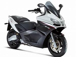 Aprilia Srv 850 Occasion : aprilia srv 850 2012 2017 votre essai maxitest scooter moto station ~ Medecine-chirurgie-esthetiques.com Avis de Voitures