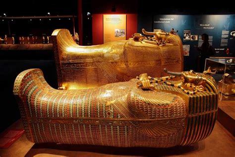 king tut exhibit recreates golden life  life