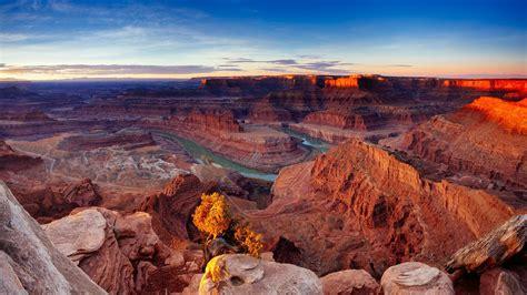 desert sunrise scenery canyonlands national park utah