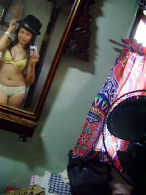 Hot Actress Wallpaper Pamer Susu