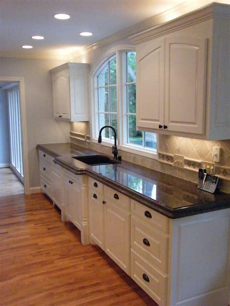 kitchen photos white cabinets 25 granite kitchen countertops that you ll brown 5520