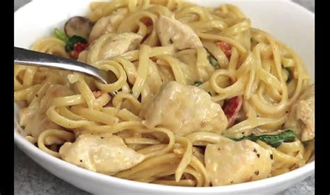 comment faire une soupe de pates voici comment faire des p 226 tes cr 233 meuses au poulet une recette facile et exquise