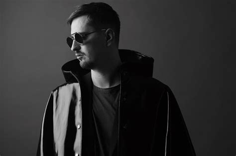 Hear Robin Schulz & Piso 21's 'oh Child'