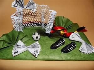 Kleines Geschenk Für Männer : geschenke f r m nner geldgeschenk fu ball ein designerst ck von mydelphino kreativideen bei ~ Orissabook.com Haus und Dekorationen