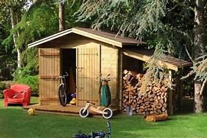 Cabanon De Jardin Bois : un cabanon de jardin avec son appentis pour ranger le bois ~ Melissatoandfro.com Idées de Décoration