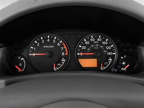 image  nissan frontier wd crew cab swb auto se