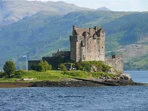 Scotland's iconic Eilean Donan Castle | Romantic Journeys ...