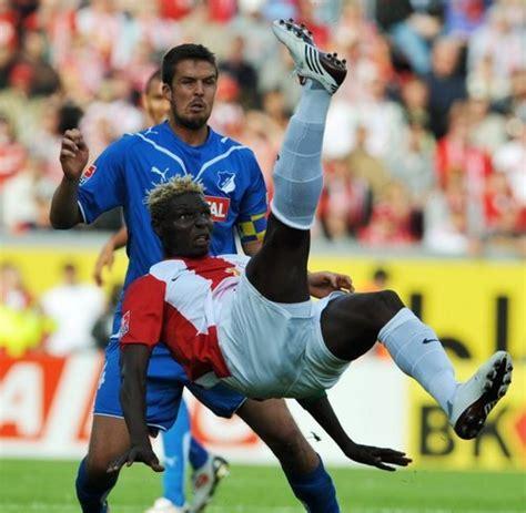 1.83 m (6 ft 0 in) playing position(s): Fussball-Bundesliga: Leverkusen spitze, Bayern verpasst ...
