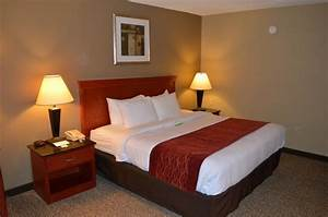 Bed picture of comfort inn greencastle tripadvisor for Comfort inn mattress brand