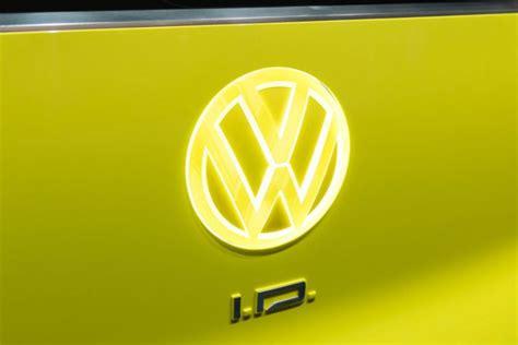 volkswagen  unveil  logo   cardekhocom