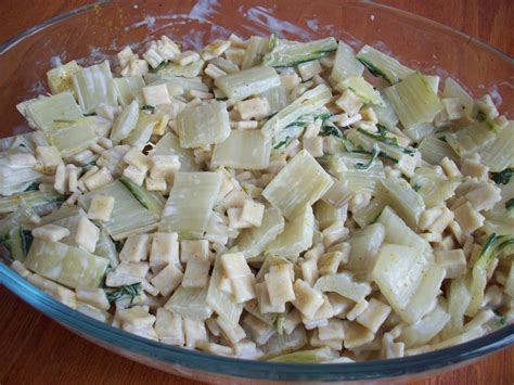 cuisiner cotes de blettes cotes de porc aux herbes et gratin de crozets aux