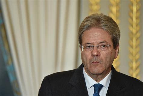 consiglio dei ministri italiano gentiloni dimesso dall ospedale subito al lavoro per il