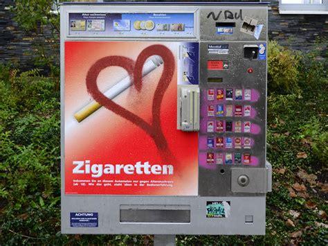 wie funktioniert ein zigarettenautomat 30 j 228 hriger knackt zigarettenautomat und wird erwischt freiburg badische zeitung
