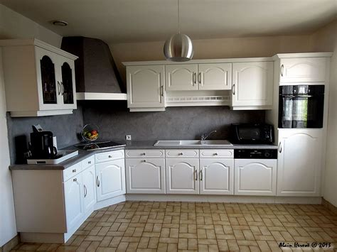 cuisine blanc laqué plan travail bois ambiances bois patines cuisine relookée de couleur blanche