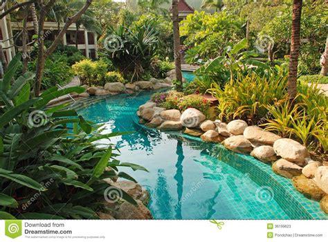 Swimmingpool Im Garten by Netter Swimmingpool Im Garten Stockbild Bild
