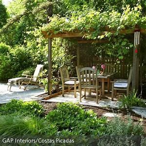 naturlicher garten mit uberdachter sitzecke leben unter With französischer balkon mit leben im garten katalog