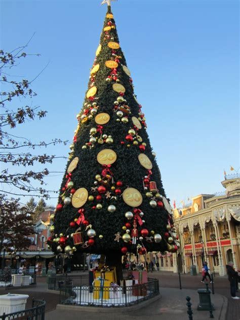 when dies disneyland paris decorate for christmas decorations at disneyland psoriasisguru