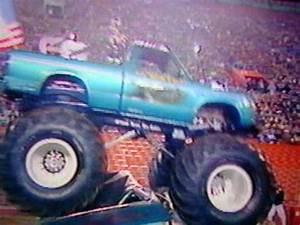 Lil Bearfoot Monster Truck Exibition 1984 - YouTube