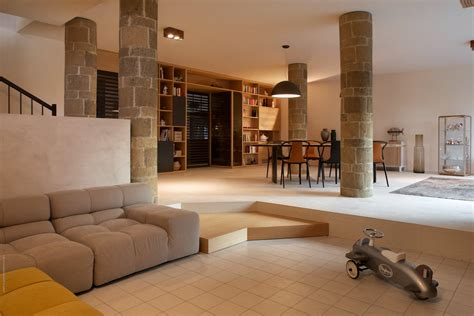 Decoration Styles - living clutter free with this open plan villa in italy
