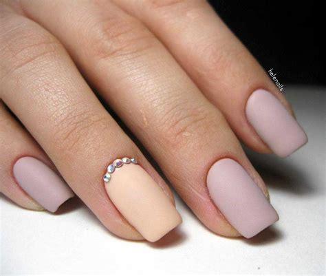 Матовый маникюр 64 фото модных и красивых украшений ногтей