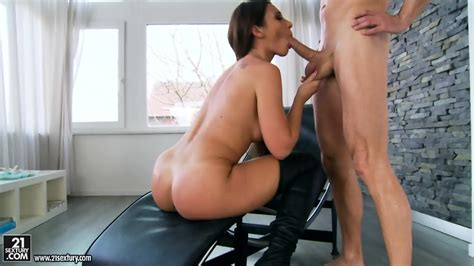Babe With Long Boots Loves Anal Sex Julie Skyhigh Eporner