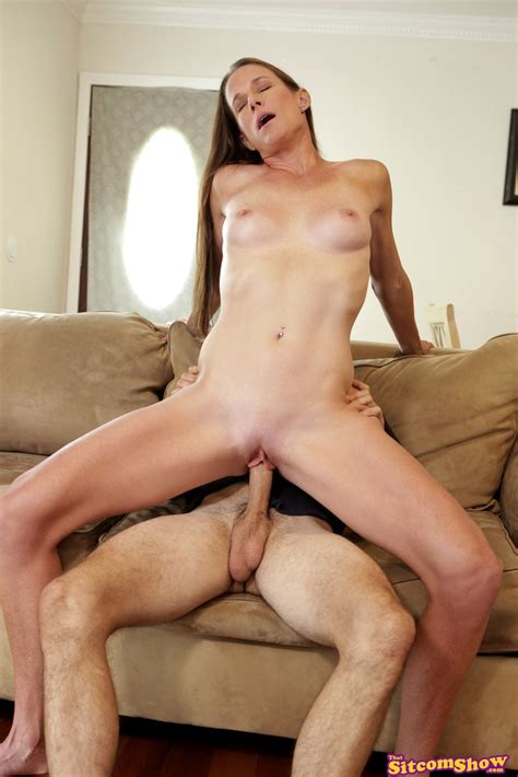 Mature Babe Sofie Marie Fucked On Her Couch 1 Of 2