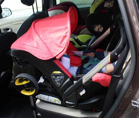 cosy ou siege auto un siège auto qui fait poussette le rêve devenu réalité