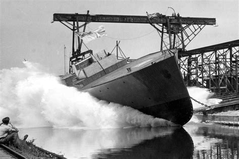 Boat Launch Kingston Ontario by Ontario Canada Shipyards Hmcs Collingwood Is Launched On