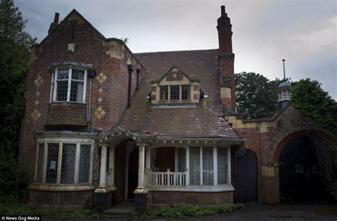 Abandoned Grade Iilisted Home In Moseley, Birmingham