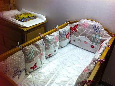 aux fraises le tour de lit coussins