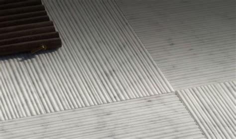 okite o corian arredo in piastrelle in marmo design righe in rilievo