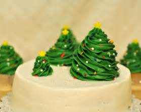 christmas cakes on pinterest christmas cupcakes google and cupcake