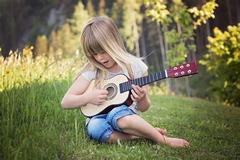 Alat musik ada berbagai macam. Pengertian Alat Musik Harmonis, Fungsi, Contoh, dan Cara Memainkan - Semua Halaman - Kids