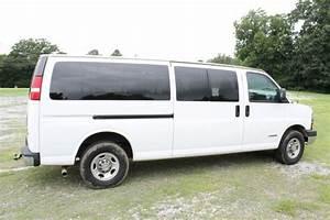Buy Used 2004 Chevrolet 3500 Express Passenger Van White