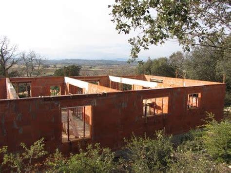 construire une maison construire une maison rt2012 el 233 vation des murs ma 231 onnerie roul 233 e collage des briques