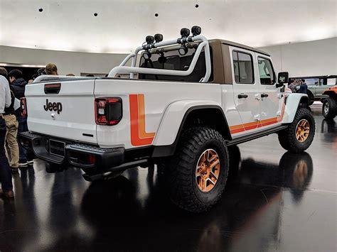jeep gladiator pickup truck dominates  easter jeep safari concepts  drive