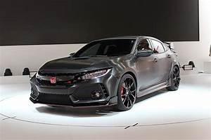 Honda Type R 2018 : a few minutes with the 2018 honda civic type r s lead exterior designer automobile magazine ~ Medecine-chirurgie-esthetiques.com Avis de Voitures
