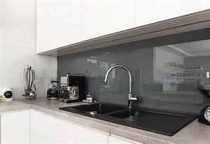 Küchen Spritzschutz Glas : arbeitsplatte in kunststein und glas spritzschutz k che k che arbeitsplatte und k chen ideen ~ Eleganceandgraceweddings.com Haus und Dekorationen