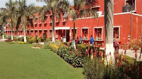 16 students of Delhi University's Daulat Ram College move ...