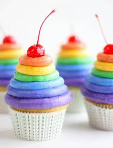 Rainbow Frosting St.Patric's Day Cupcakes